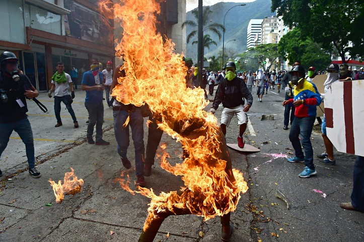 Violencia extrema en protestas B&N